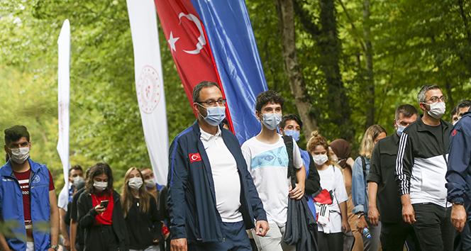 Bakan Kasapoğlu'ndan gençlere mesaj: 'Spor, hayatınızdan hiç eksik olmasın'