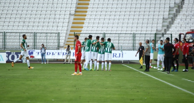Beşiktaş Konyaspor'a boyun eğdi