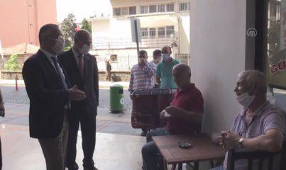 Maske ve mesafe kurallarına uymayan polislere ceza yazdıran vali, cezayı ödedi