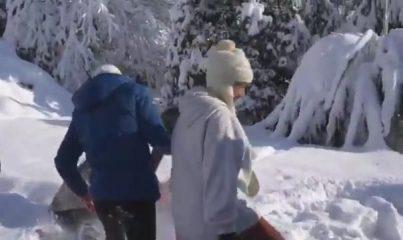 Menajerimi Ara setinde kar topu savaşı!