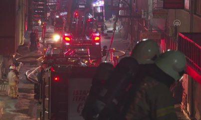İSTANBUL - Bayrampaşa'da plastik atölyesinde çıkan yangın hasara neden oldu