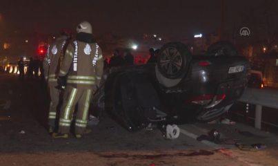 İSTANBUL - Pendik'te bariyerlere çarparak takla atan otomobildeki 5 kişi yaralandı