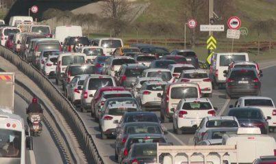 İSTANBUL - Sokağa çıkma kısıtlaması öncesinde trafik yoğunluğu