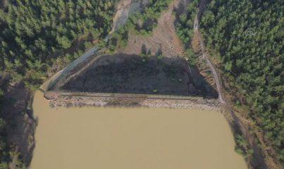 İZMİR - Sağanaktan zarar gören Balaban Göleti'nde su tahliyesi sürüyor