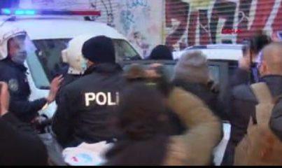 KADIKÖY'DEKİ EYLEMLERDE POLİS ARAÇLARINA TAŞ ATAN 5 ŞÜPHELİ GÖZALTINA ALINDI