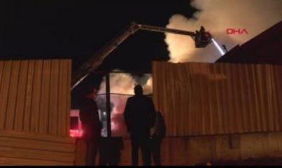 Kocaeli'de geri dönüşüm fabrikasında çıkan yangın söndürüldü