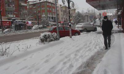 Kütahya'da kar kalınlığı 25 santimetreye ulaştı