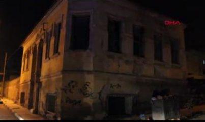 Manisa'da 2 katlı tarihi binanın çatısı çöktü