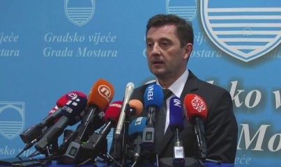 MOSTAR - Mostar'da belediye başkanlığına Hırvat aday Mario Kordic seçildi