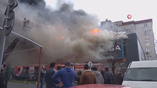 Ataşehir'de fabrika yangını, olay yerine çok sayıda itfaiye ekibi sevk edildi