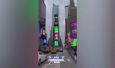 Melike Şahin'in reklamı Times Meydanı'nda