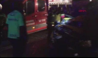 Minibüs, kamyonla çarpıştı: 1 ölü, 2 yaralı