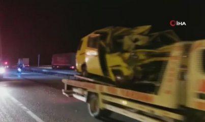 Otomobil kamyona arkadan çarptı: 1 ölü, 2 yaralı