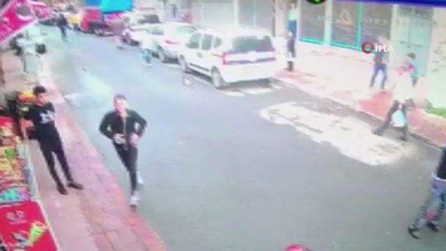 Beyoğlu'nda silahlı kavga! Kafa atan şahsa kurşun yağdırdı