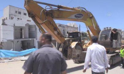 GAZZE - Mısır'dan Gazze'ye, İsrail saldırılarında yıkılan binaların enkazını kaldırmak üzere iş makinesi yardımı