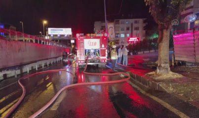 İSTANBUL - Avcılar'da metruk binada çıkan yangın söndürüldü (2)