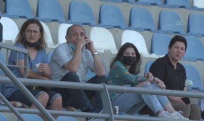 İZMİR - TBMM Parlamenterler Futbol Takımı, Ege Üniversitesi Masterler ile karşılaştı