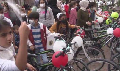 Kartal'da Dünya Çevre Günü'nde çocuklara bisiklet hediye edildi