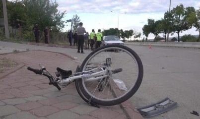 KIRIKKALE - Otomobilin çarptığı 2 bisikletli yaralandı