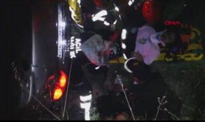 Kula'da şarampole devrilen otomobildeki 3 kişi ağır yaralandı