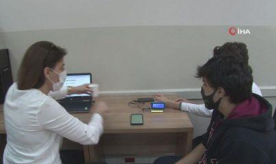 Liseli öğrenciler 'Online Ateş Ölçer' üretti