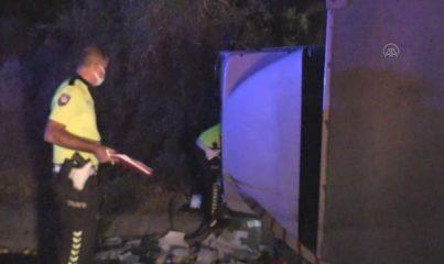 MERSİN - Kamyon ile kamyonet çarpıştı: 1 ölü, 3 yaralı
