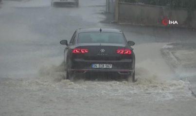 Tekirdağ yağmura teslim: Caddeler suyla doldu, araçlar mahsur kaldı