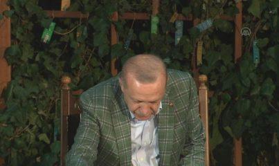 Cumhurbaşkanı Erdoğan, Kahramanmaraş'taki şiir gecesinde gençlerle buluştu