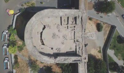 DİYARBAKIR - Surların restorasyonunda mancınık kaidesi ile gülleleri bulundu
