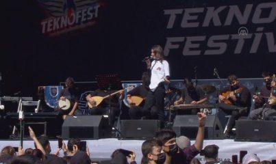 İSTANBUL - Gençler, TEKNOFEST'te düzenlenen etkinliklerle moral buluyor