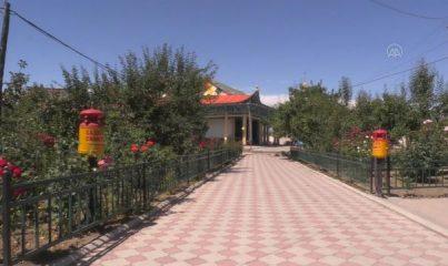 """KARAKOL - Kırgızistan'ın """"çivisiz"""" tek camisi ihtişamıyla görenleri hayran bırakıyor"""