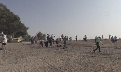 Mersin sahillerinde Suriye kaynaklı petrol sızıntısının temizlik çalışmaları sürüyor