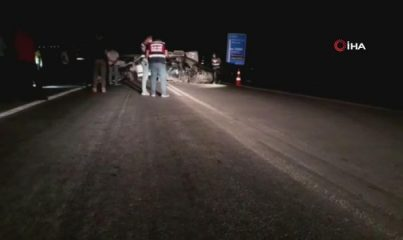 Otomobil ile hafif ticari araç kafa kafaya çarpıştı: 1 ölü, 2 yaralı